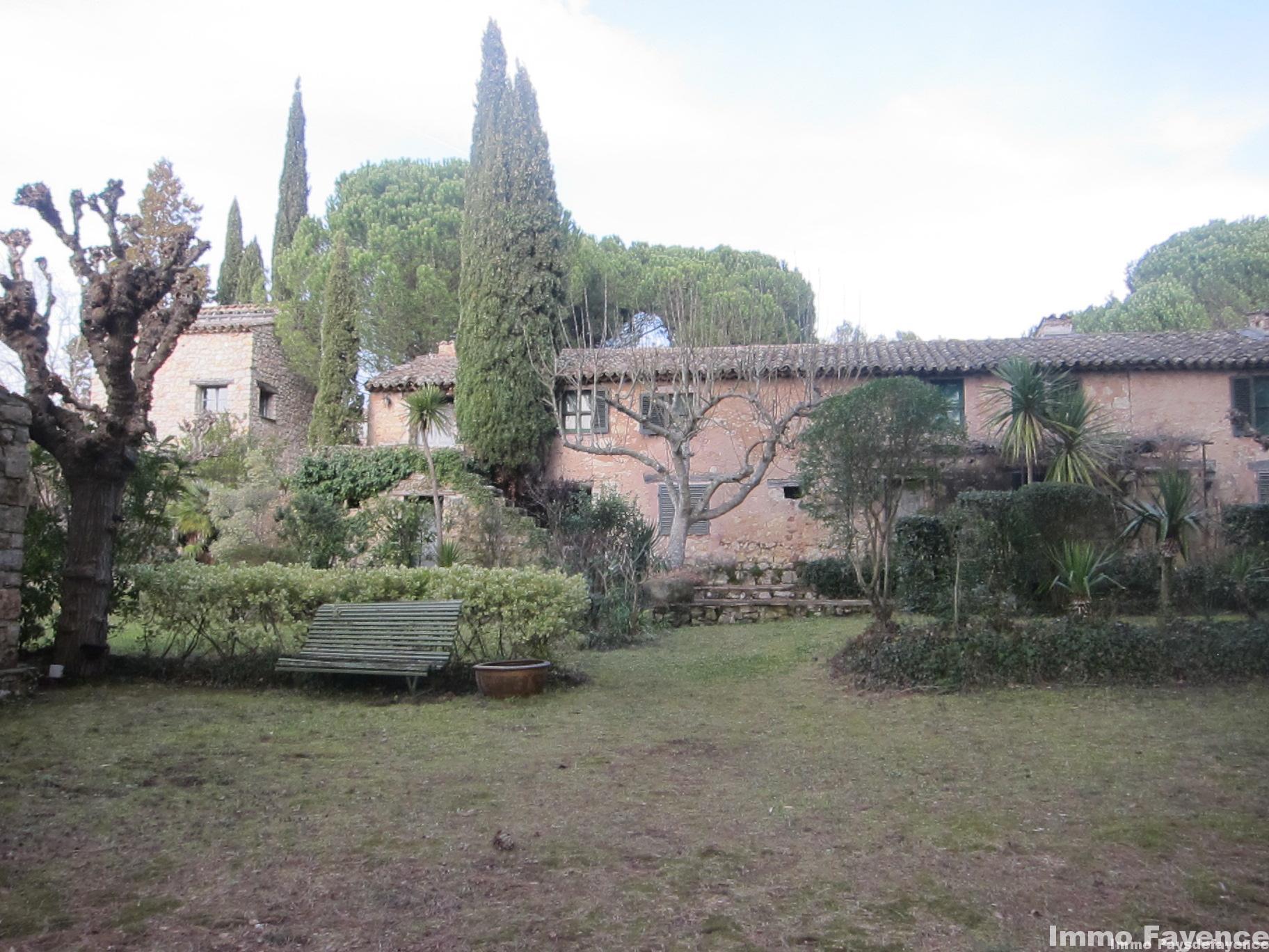 Pays de Fayence, Hameau 6 maisons sur 3 hectares