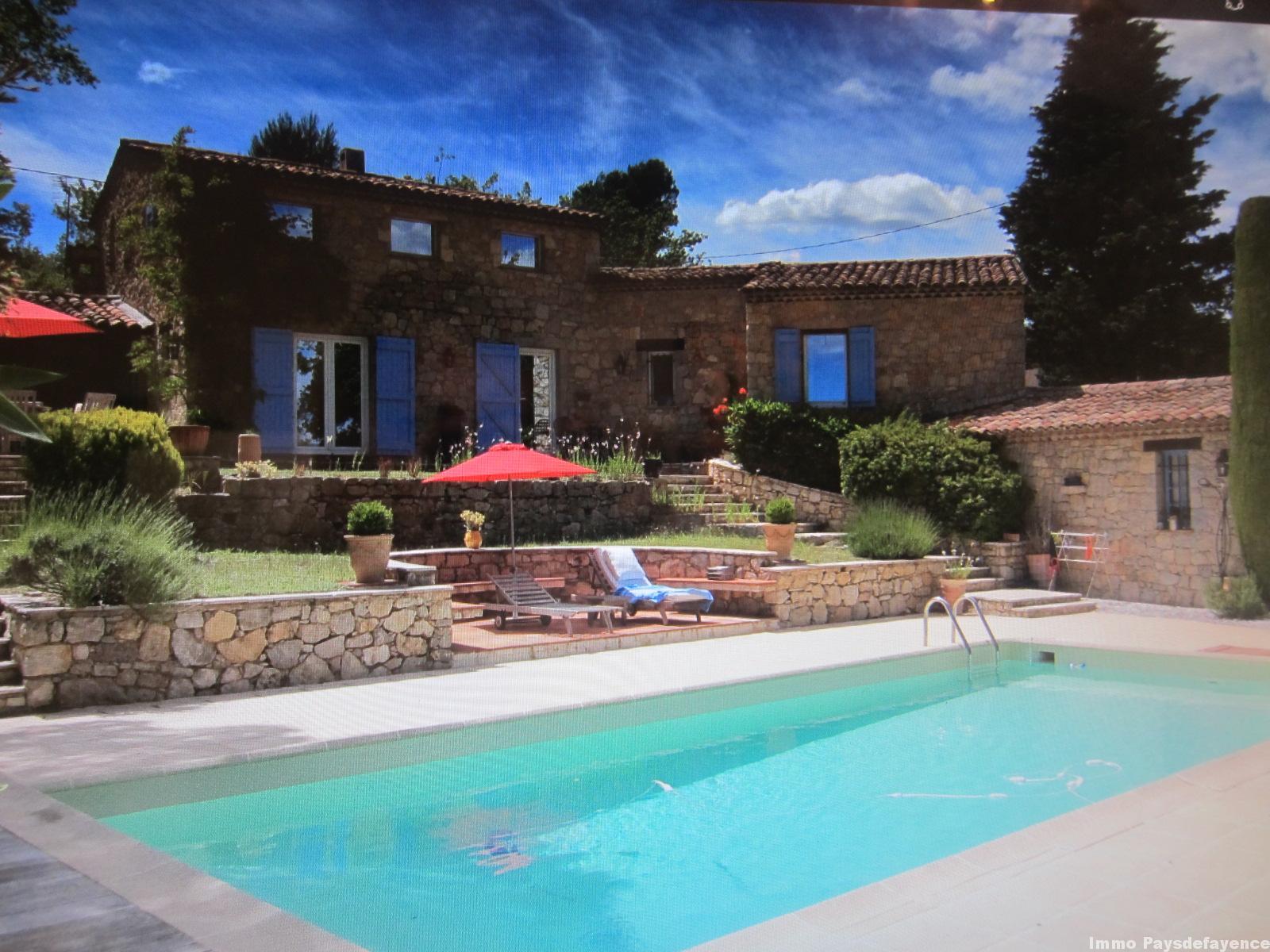 Pays de Fayence, Mas en pierre avec piscine