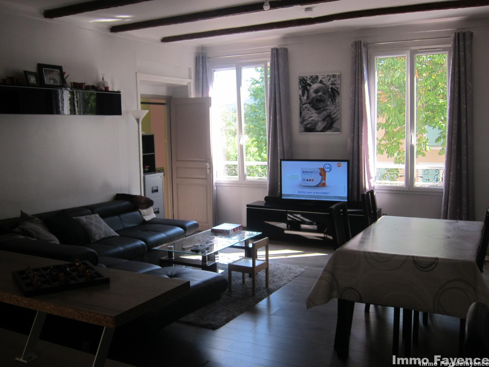 Bagnols en forêt bel appartement centre village 70m²
