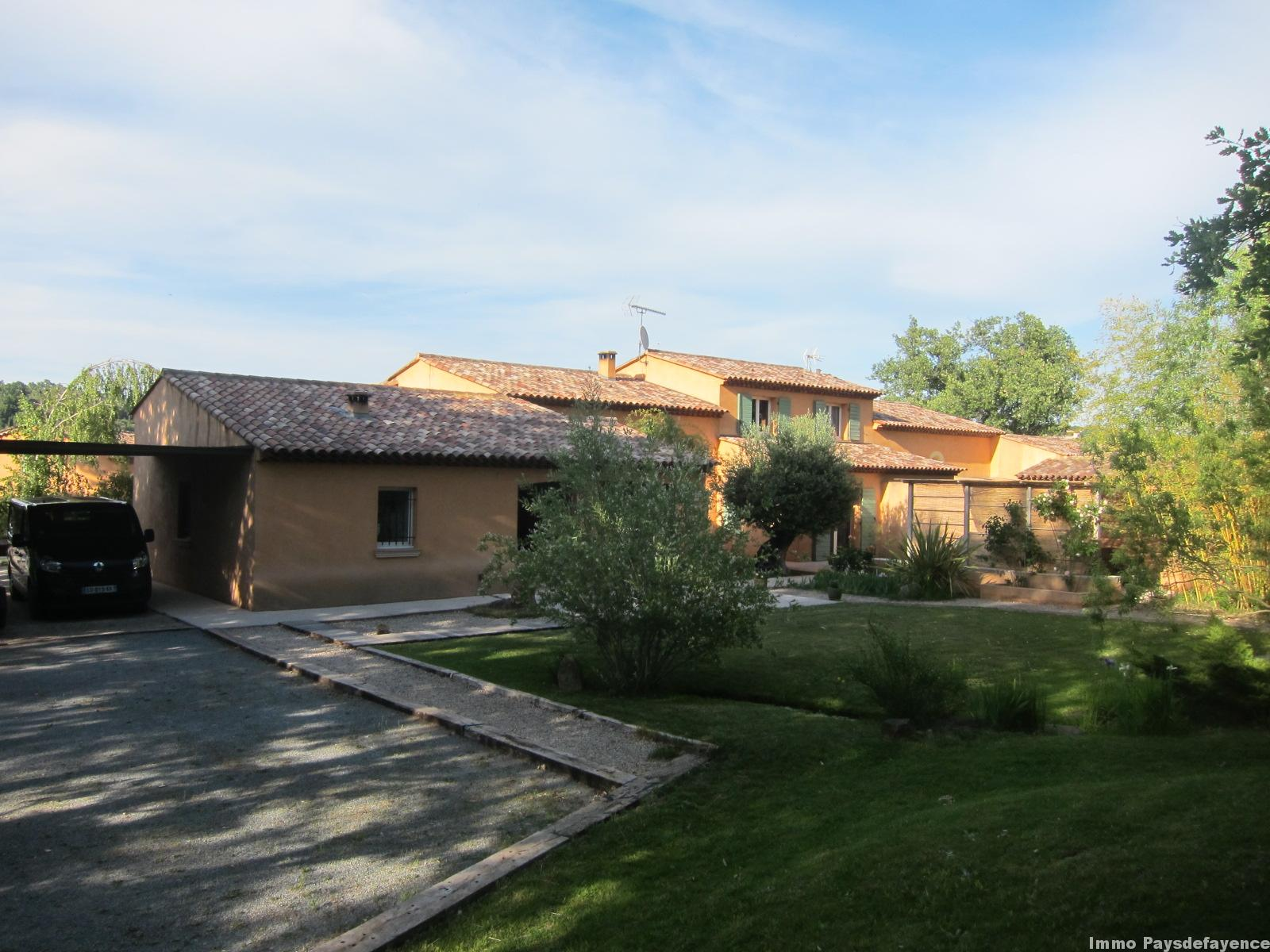Propriété avec 2 villas sur 2900 m² piscine spa