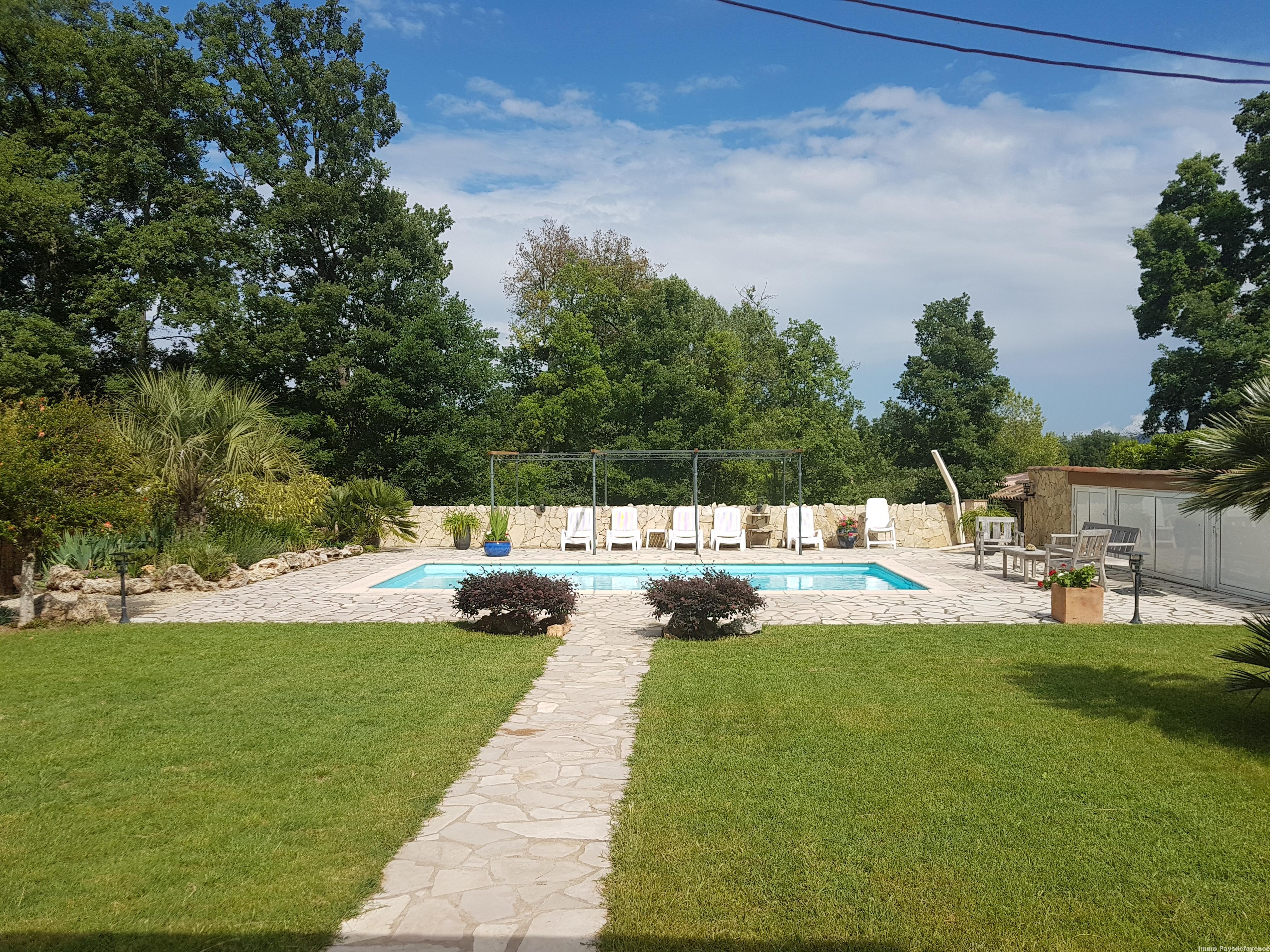 Bagnols en Foret, maison avec piscine