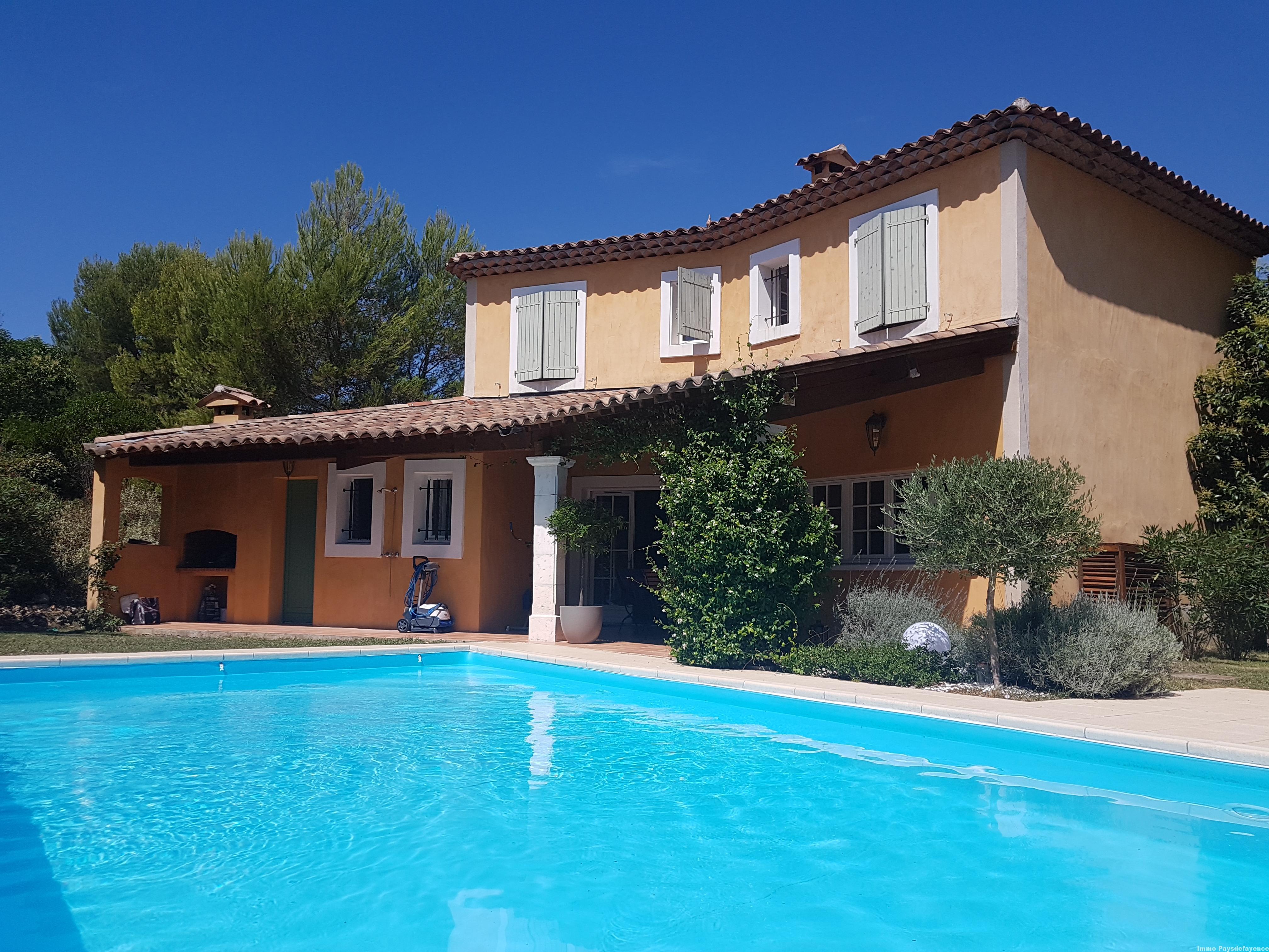 Villa avec piscine dans un domaine sécurisé à Fayence